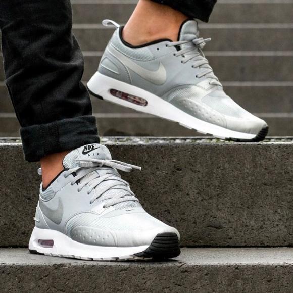 Nike Womens Air Max Tavas Athletic sneakers Walkin